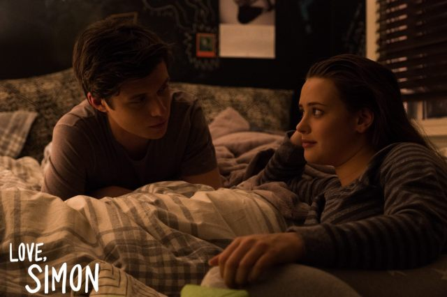 Nick Robinson and Katherine Langford in Love, Simon