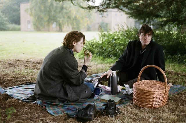 Honor Swinton-Byrne and Tom Burke in The Souvenir