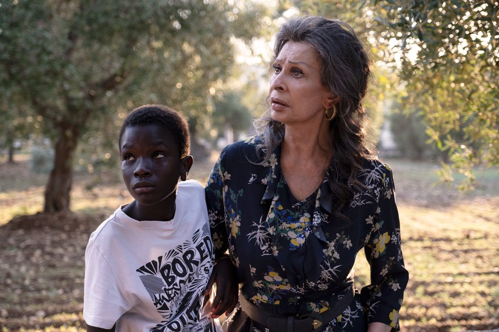 Ibrahima Gueye and Sophia Loren in The Life Ahead