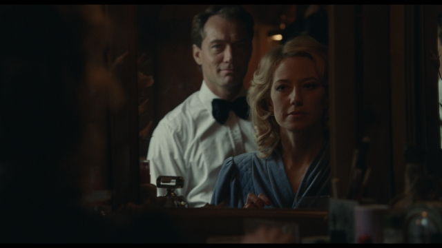 Jude Law and Carrie Coon in The Nest